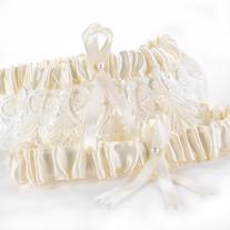 29736 Timeless Treasure Garter Set in Ivory