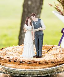 9357 Indie Couple Cake Topper