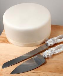 7232 Sculptured White Lilies Cake Knife Set