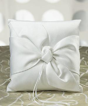 5011-08 The Knot Ring Pillow in White