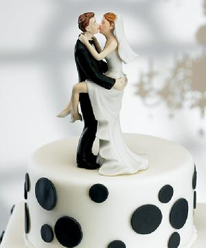 8446 Kissing Couple Cake Top $29.98